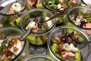 der blaue hummer-catering-Get in the Ring-flying buffet-glas